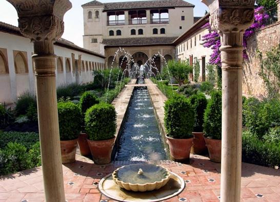 Information alhambra and the generalife of granada for Cementerio jardin de alcala de henares